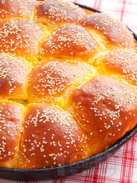 Сладка питка (погача) за бебе със сусам (с мая) - снимка на рецептата
